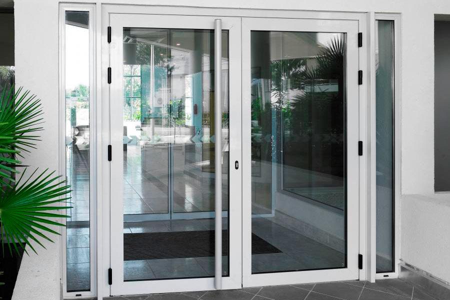 Cristales para puertas vidrios para puertas tallados con for Colocacion vinilo en cristal